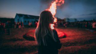 【夢占い】火事の夢に関する6つの意味|家・会社・山・爆発が暗示するものとは